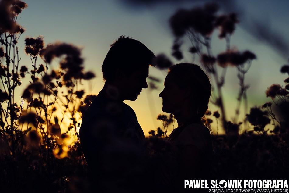 sesja zakochanych o zachodzie słońca