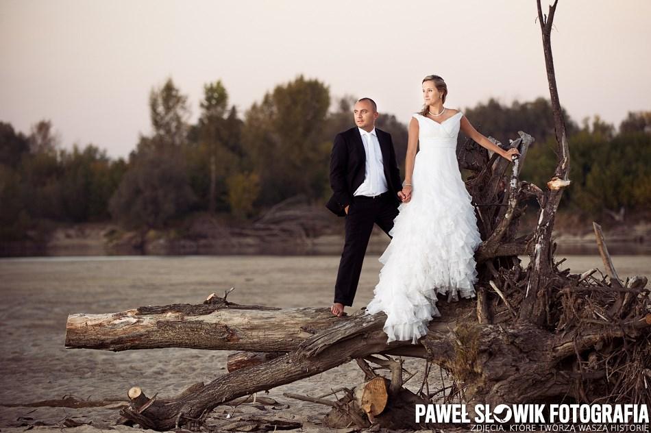 sesja poślubna nad Wisłą w Warszawie
