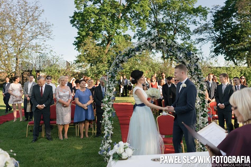 piękna ceremonia ślubna w plenerze Warszawa Konsultant Ślubny