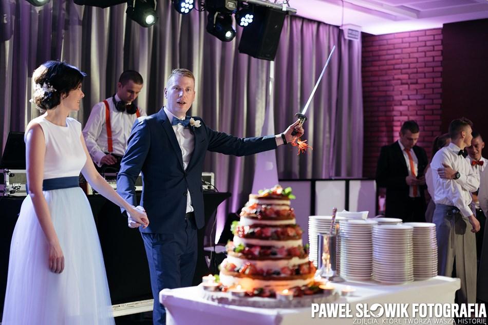 piękny i pyszny tort weselny Zakroczym