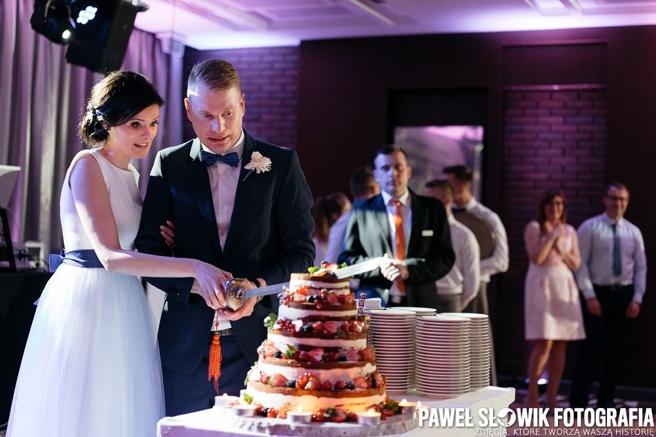 tort weselny kroić czas