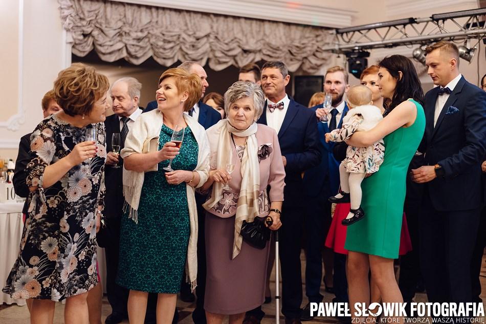 powitanie na sali weselnej