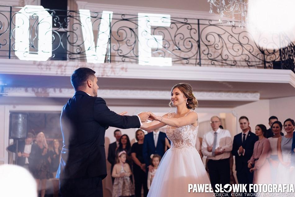 napis LOVE na wesele fotograf Warszawa