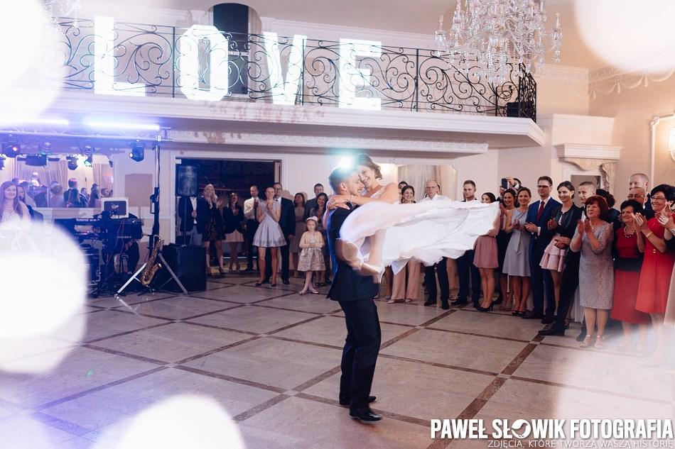 napis LOVE na wesele fotograf ślubny Warszawa