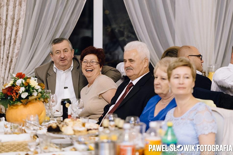 zabawy za stołami Wesele fotograf Łowicz