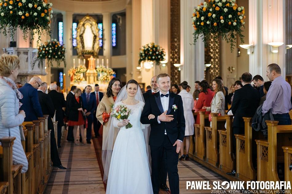 pełna miłości naturalna fotografia ślubna